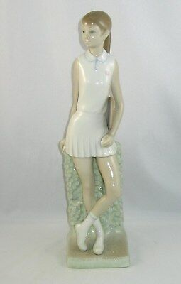 """Lladro Figurine 4798 """"GIRL TENNIS PLAYER"""" Issued 1972 / Retired 1981"""