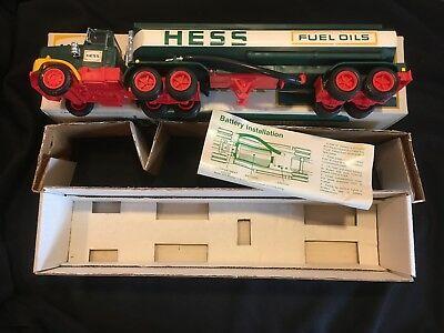 *NO RESERVE* Vintage 1977 Hess Toy Truck Excellent NRFB Original Box Liners Card