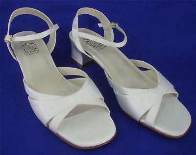 "NEW Special Occasions by Saugus Shoe EVE 2435 White Boca Sandal 2"" Size: 9.5 M"