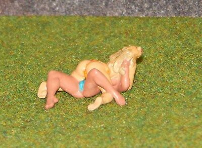 Almost NAKED GIRL'S WRESTLING   ... 1/32  FIGURE. Sexy Hot Nice