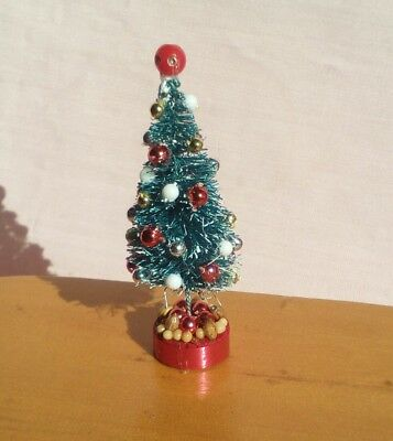 A LOVELY DECORATED DOLLS HOUSE MINIATURE CHRISTMAS TREE (50mm /2inch high)