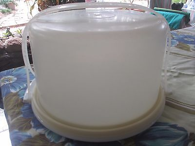 Vintage Tupperware large Round Cake Taker,white with carry handle complete