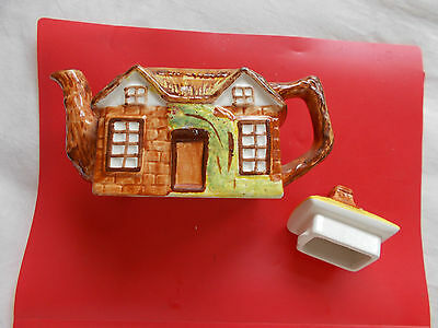 China  Teapot  Depicting Country  Cottage