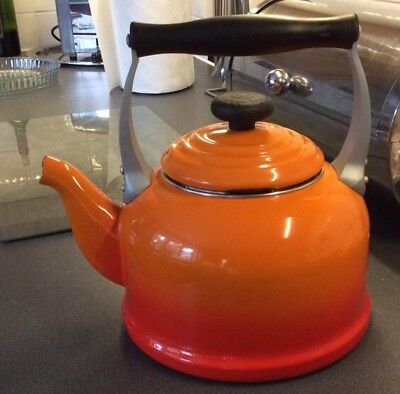 le creuset Orange Enamel Kettle 2.1 Litres