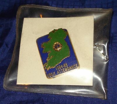 RP755 Vtg Lions Club Attendance 1984 - 1985 Pin Great Britain Map NIP
