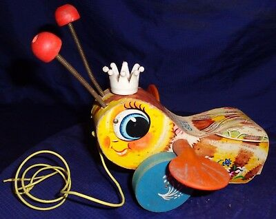 SE477 Vtg Fisher Price Childs Childrens Queen Buzzy Bee Pull Toy
