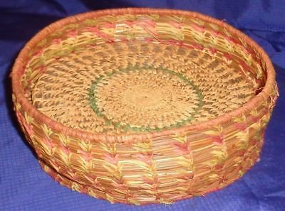 SE569 Antique Vtg Flax Straw Hand Woven Basket & Trivets
