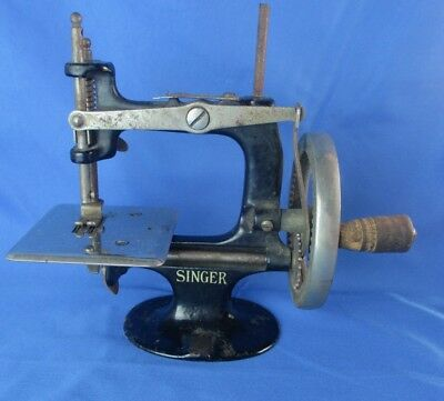 Antique Singer Model 20 First Year 1910 4 Spoke Hand Crank Toy Sewing Machine