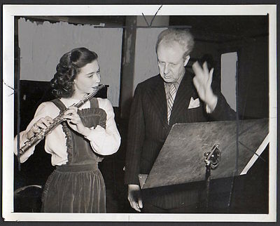 conductor LEOPOLD STOKOWSKI & WOMAN FLUTE PLAYER flautist 1944 VINTAGE  PHOTO