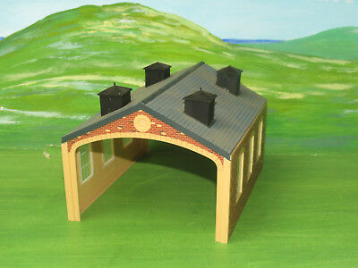 Hornby R504 Double Track Engine Shed - oo gauge