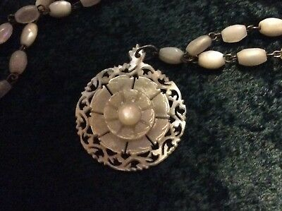 Vintage Stunning Intricately Hand Carved Mother of Pearl Shell Necklace 18""