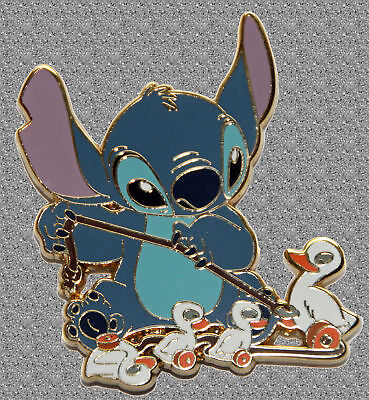 Stitch Playing with Duckling Pin - Time for Toys - Disney LE 250