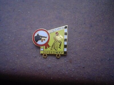 Wolves In Yellow With Red Helmet   Speedway Badge Mint Con In Gold