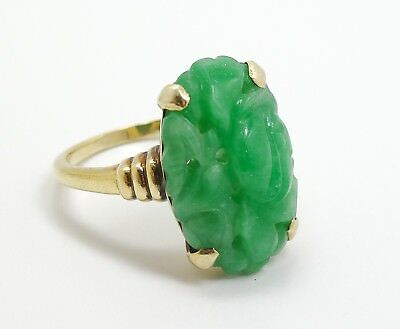 Vintage 1930s/40s Asian Carved Pierced Jadeite Oval 14K Yellow Gold Ring