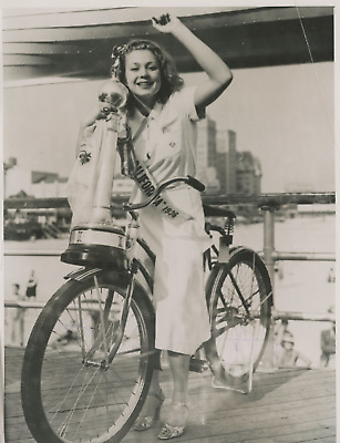"New Jersey, ""The Queen bicycles American"", Phyllis Dobson Vintage  Tirage arge"