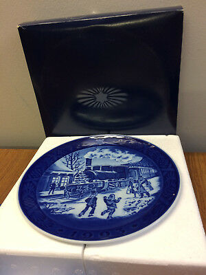 1993 Royal Copenhagen Christmas Plate Cobalt Christmas Guests Train W/Box