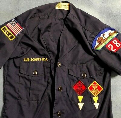 vintage CUB SCOUT BSA~BOY SCOUTS of AMERICA SHIRT BOY'S M s/s MANY PATCHES wolf