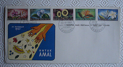 Indonesia First Day Cover - Untuk Amal with set of 5 flower stamps (1957)