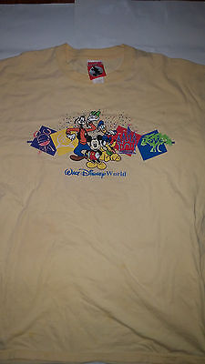 Rare Vintage Walt Disney World Mickey Mouse Theme Park T Shirt made in USA colle