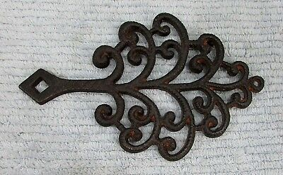 Vintage Wilton 6x9 curly tree shaped cast iron trivet with handle FREE S/H