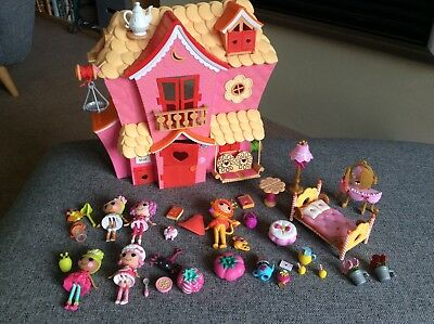 Mini Lalaloopsy House, figures and furniture