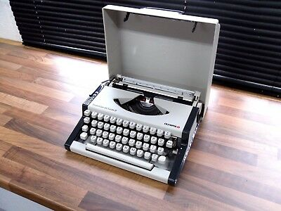 Vintage Olympia Traveller De Luxe S + Original Packing Typewriter Hardly Used
