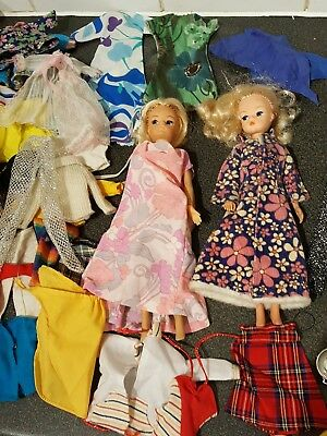 2 Vintage Sindy Dolls With Lots Of Clothing And Accessories
