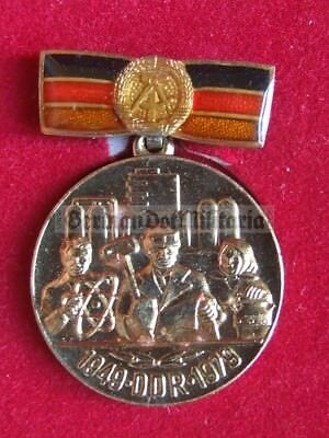 lc8) c1979 East German 30 years state anniversary award medal in case GDR DDR