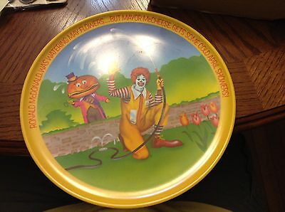 RONALD McDONALD & MAYOR McCHEESE 1977 SPRING PLATES!  ONE HAS CHIPPED EDGE!