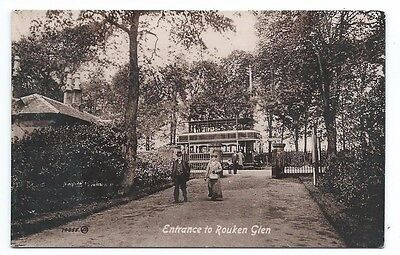 1900's RENFREWSHIRE, PEOPLE COMING THROUGH ENTRANCE TO ROUKEN GLEN PARK REAL PC