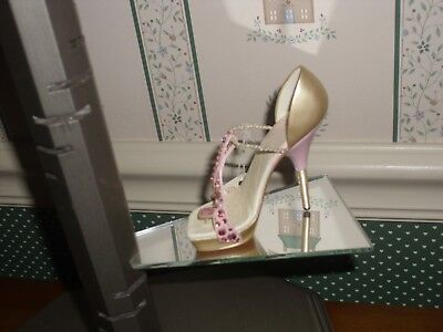 2006 -Just The Right Shoe Raine Step Into Elegance Figurine.-Pink Ribbon Miracle