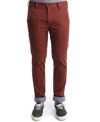 "TURBOKOLOR premium Chinos Super eng anliegende  Passform Backstein 32"" Taille"