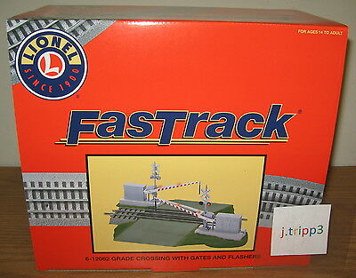Lionel 12062 Grade Railroad Train Crossing Fastrack Gates Flashers Sound O Gauge