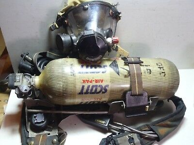 Pre-Owned Scott 1992 Edition Firefighter SCBA Harness w/ Mask