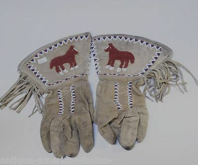 Fine Pictorial Plateau Gauntlet Gloves with Horse -  Yakima  c. 1900  NICE!