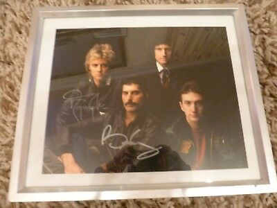 QUEEN, Freddie Mercury, Brian May Roger Taylor, BEAUTIFULLY SIGNED PHOTO/CARD!