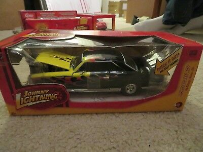 Johnny Lightning Muscle Cars 66 1966 Chevy Nova SS R27 Black with Flames 1:24