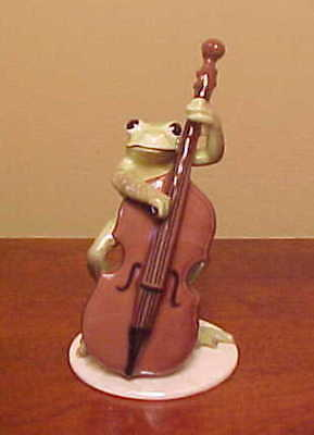 Hagen-Renaker Specialty #3182 Froggy/Froggie Mountain Breakdown BASS PLAYER