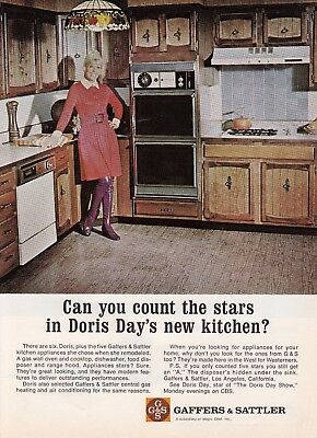 "1972 Actress Doris Day photo ""In Her New Kitchen"" G&S Appliances promo print ad"