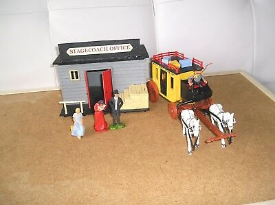 1:32 Timpo - Original Wells Fargo Stagecoach & Station Building -With Figures