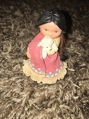 Enesco Friends Of The Feather - 1994-She Who Cares A Lot #115630  -  Retired