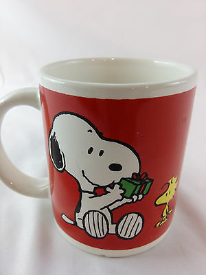 Vintage Red Snoopy Woodstock Gift Giving Present Holiday Glass Coffee Cup Mug