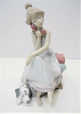LLADRO Chit Chat Figurine #5466 Girl on the Phone