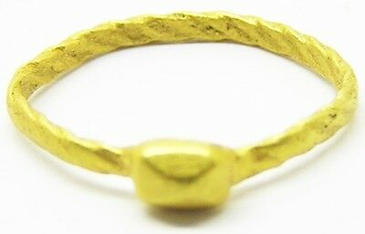 Nice Roman Gold Finger Ring c. 3rd - 4th century A.D. Tetrahedral Diamond Bezel