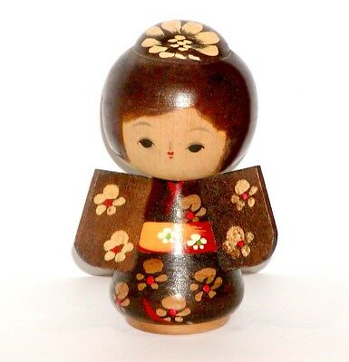 JAPANESE ASIAN WOOD KOKESH DOLL GIRL w/ FLOWERS ON BROWN KIMONO & YELLOW OBI !