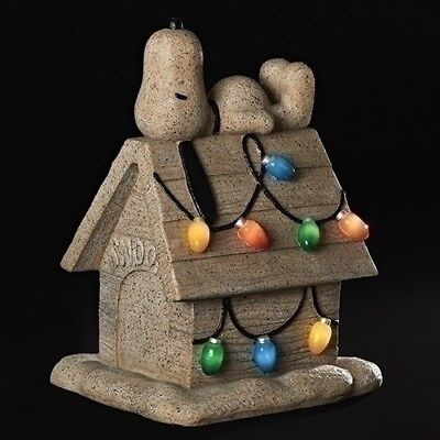 Peanuts Snoopy on Dog House Solar Powered Light Up Christmas Garden Statue New