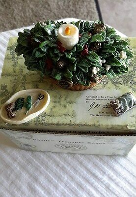 Boyds~Hinged~TREASURE BOX #392166~MERRY'S HOLIDAY BASKET w/ BERRY McNIBBLE~1E