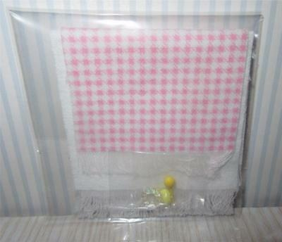 Miniature Dollhouse 1:12 Scale Baby Blanket W/accessories Pink/white Ch602P