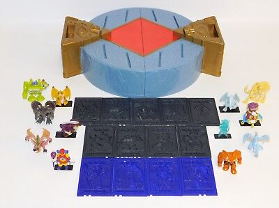 Lot Yu-Gi-Oh Duel Monsters Arena Playset Case, 12 Figures & 13 Holo-Tile Stands