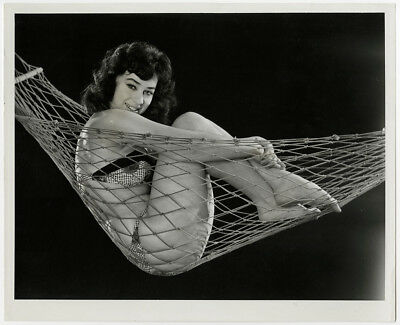 British Model & Dancer Maureen Burns Vintage 1950s Bikini Clad Pin-Up Photograph